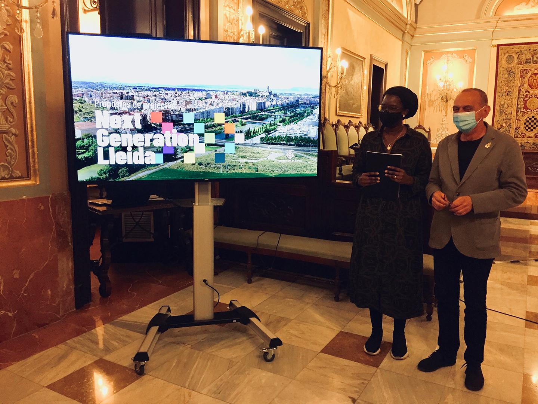 Miquel Pueyo i Mariama Sall, en la presentació dels projectes Next Generation.
